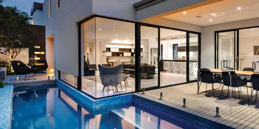 Frameless glass pool fencing with spigots